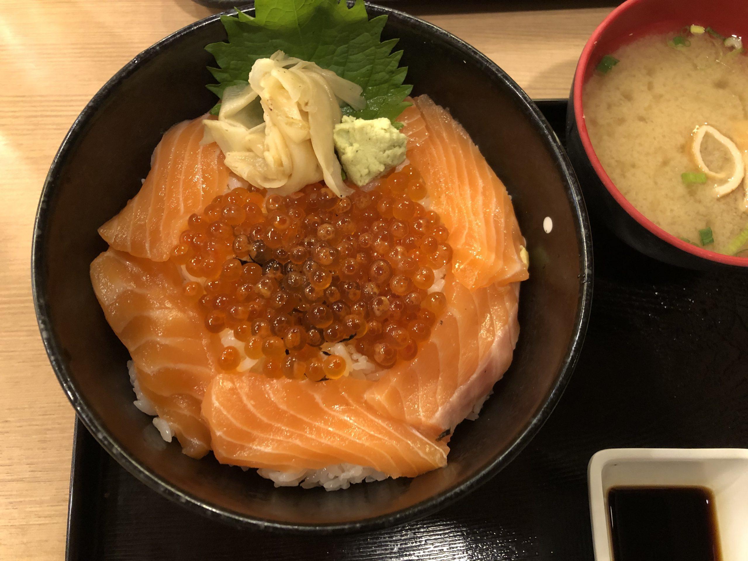 サーモン丼 花城