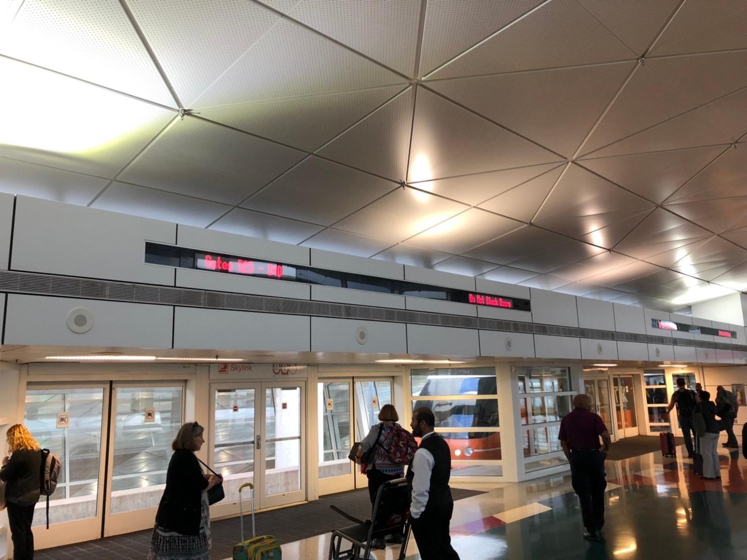ダラス国際空港 スカリンク